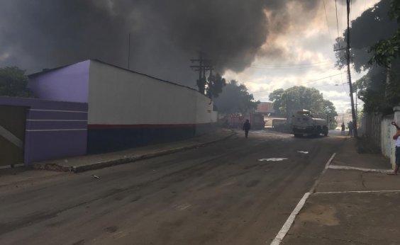 [Cerca de 40% da fábrica de colchões foi preservado após incêndio, dizem Bombeiros]