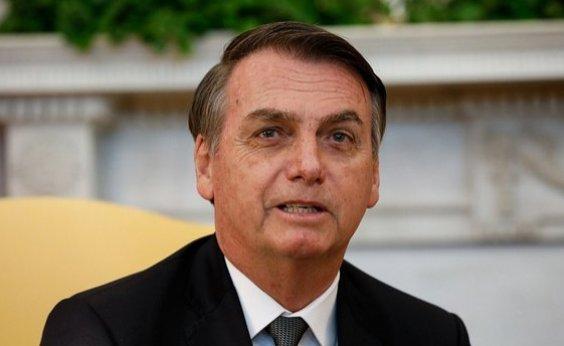 [Bolsonaro é acompanhado pelo filho em encontro com Trump]
