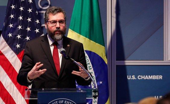 [Ministro das Relações Exteriores dá 'chilique' após ser substituído por filho de Bolsonaro]