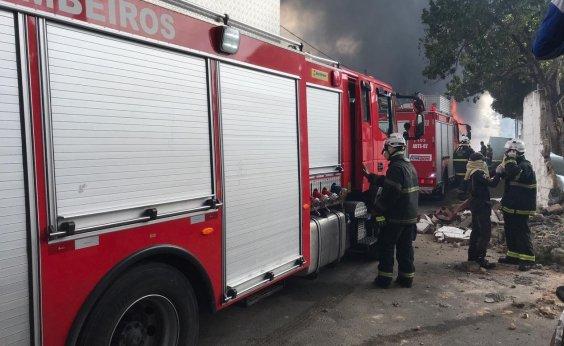 [Bombeiros fazem rescaldo do incêndio em Valéria]