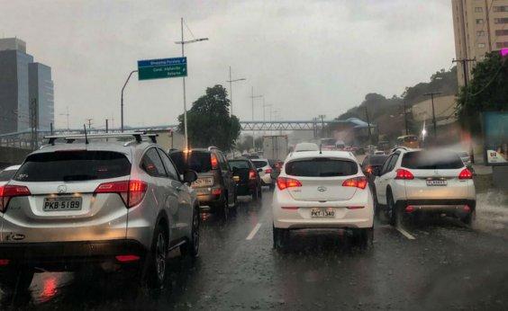 [Chuva deixa trânsito lento em pontos da cidade; confira]
