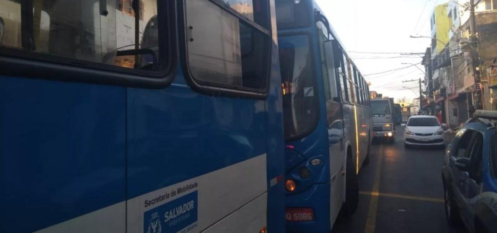 [Após morte de suspeito, ônibus voltam a circular no bairro da Santa Cruz]