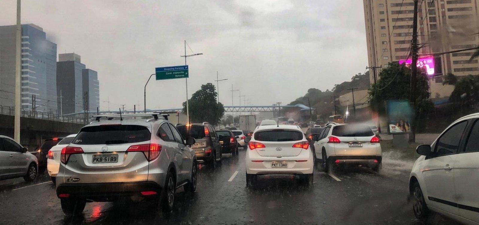 [Sobe para 81 o número de ocorrências ligadas às chuvas em Salvador]