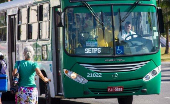 [Rodoviários vão parar os ônibus na Rótula do Abacaxi em protesto]