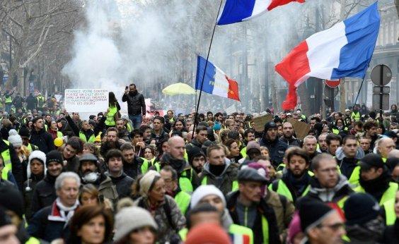 [Polícia proíbe manifestações de coletes amarelos na Champs-Elysées]