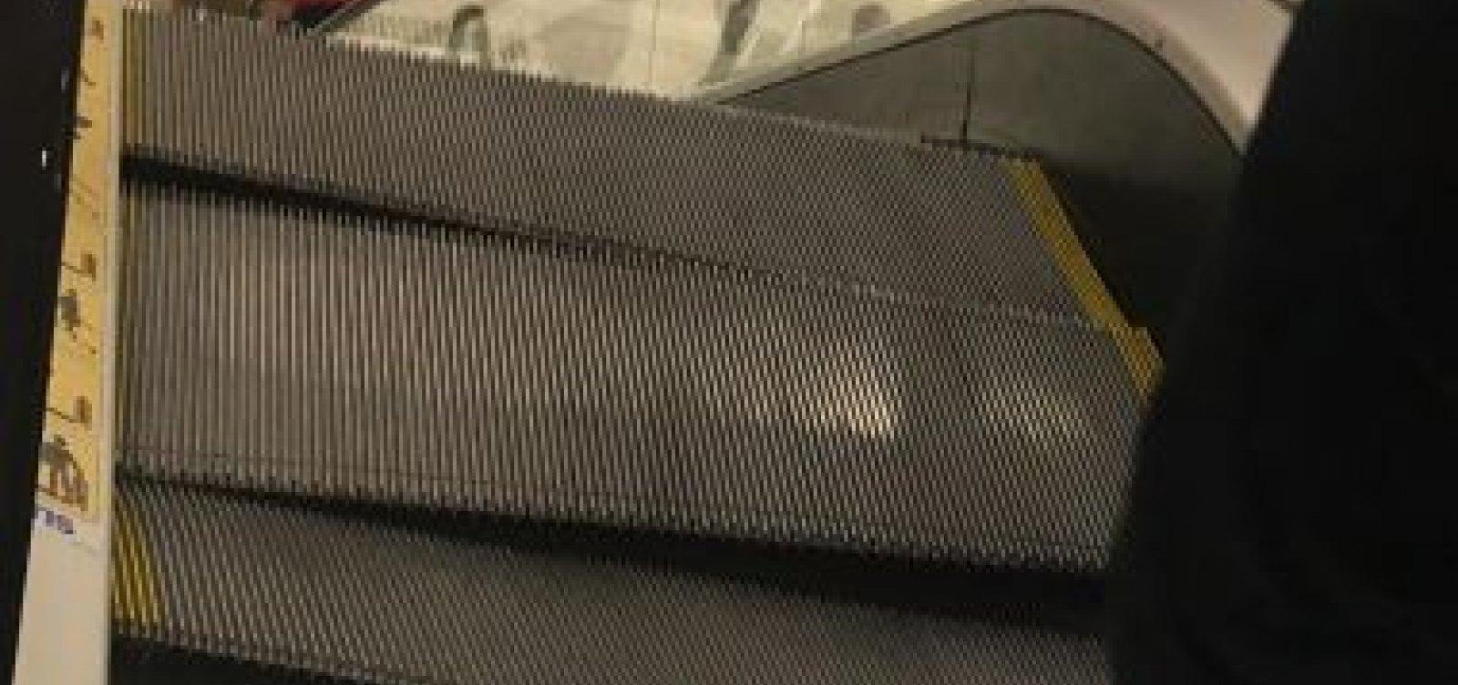 [Escada rolante do Shopping Paralela quebra e quase fere cliente]