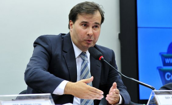 [Governo Bolsonaro é 'deserto de ideias', critica Maia]