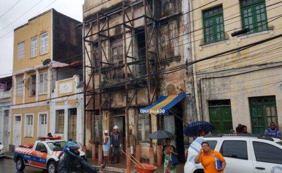 [Bombeiros resgatam sete pessoas após desabamento no Santo Antônio Além do Carmo]