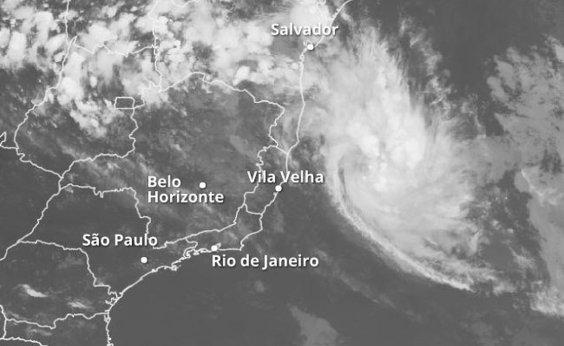 [Com alerta de tempestade, aulas são suspensas no extremo sul da Bahia]