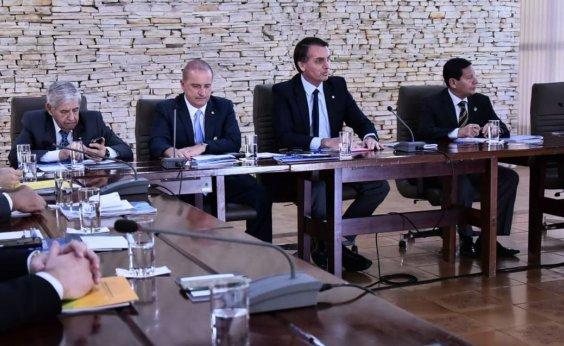 [Bolsonaro se reúne com ministros no Palácio do Planalto]