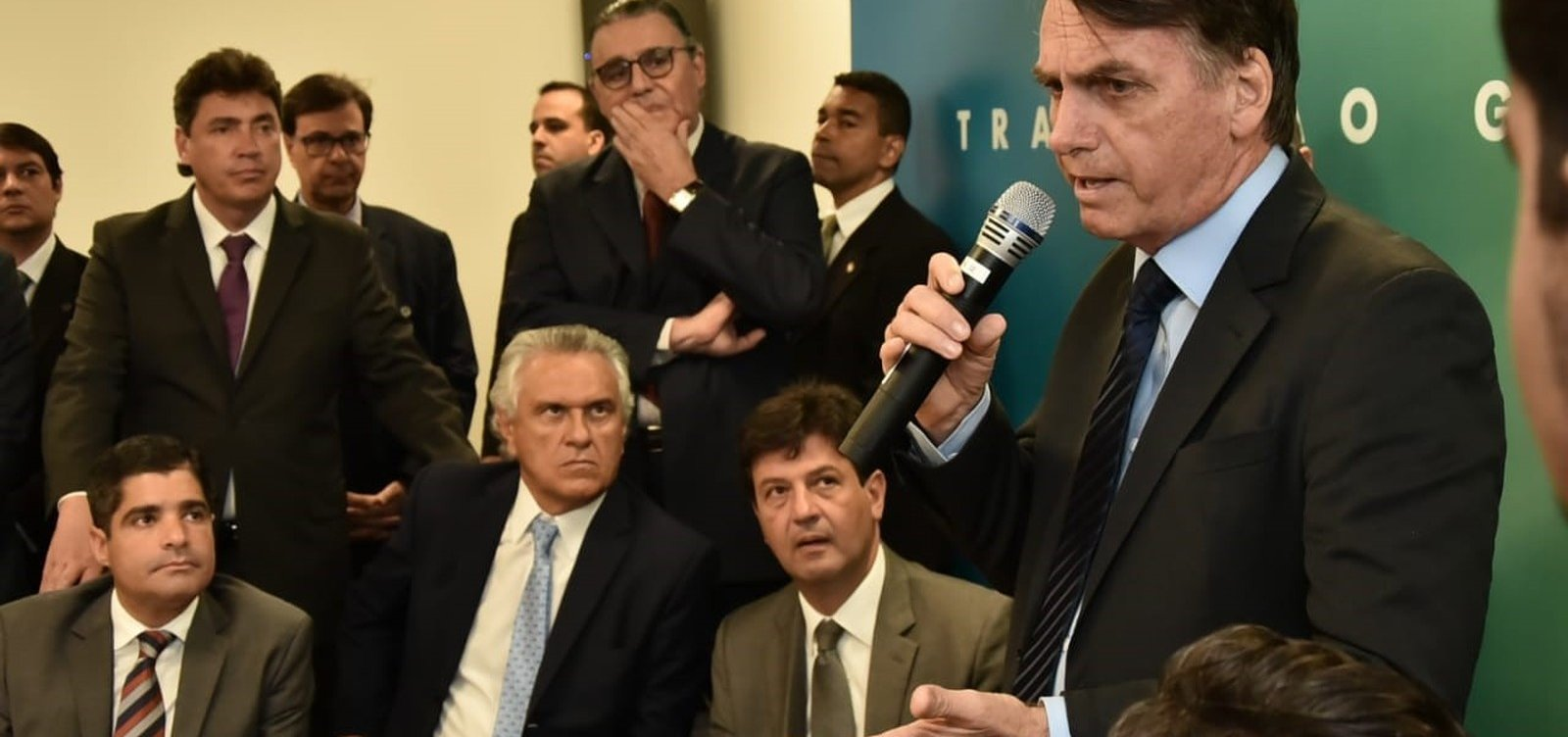 [Bolsonaro se reúne com ACM Neto e líderes de mais cinco partidos hoje]