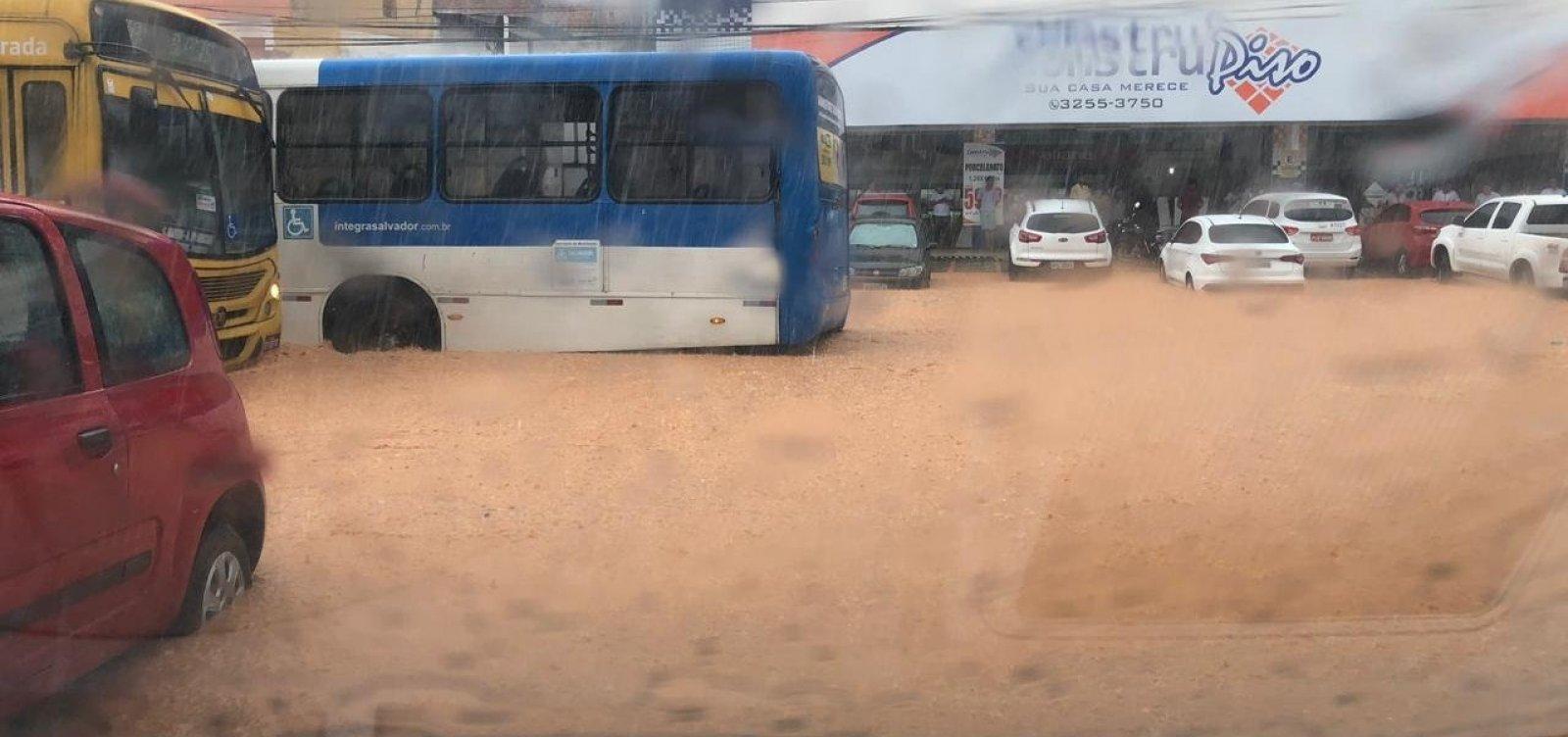 [Chuva alaga avenidas e provoca transtornos em Salvador; veja]