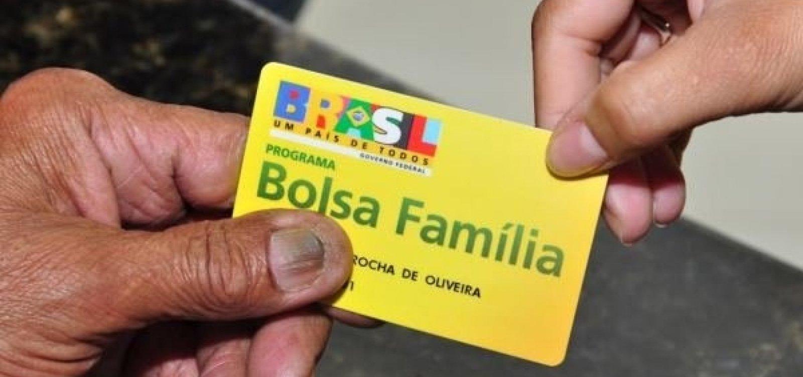 [Bolsonaro confirma 13º salário do Bolsa Família após 'combate a fraude']