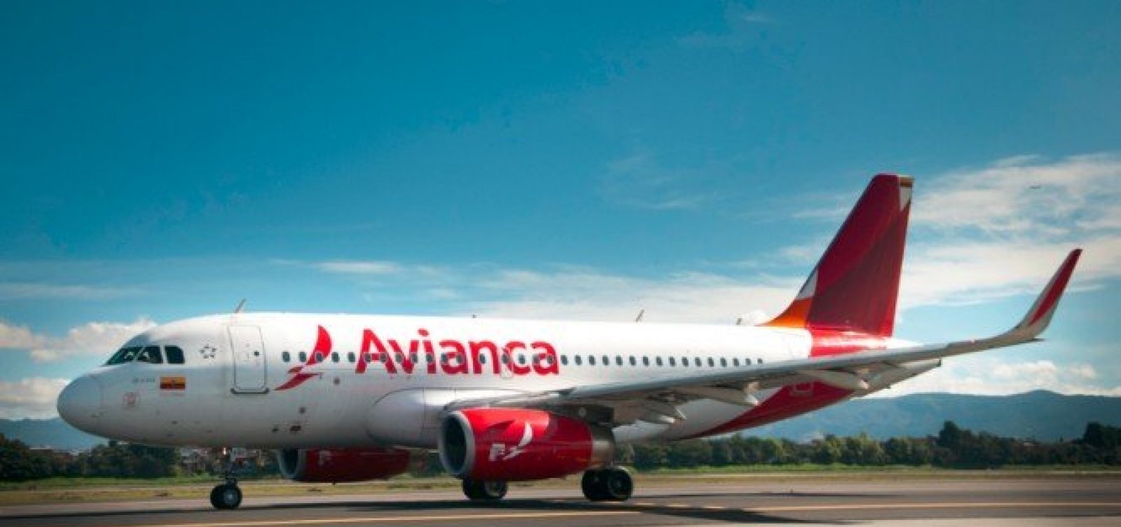 [Passageiros deixam avião após oficial de Justiça impedir voo por dívidas da Avianca]