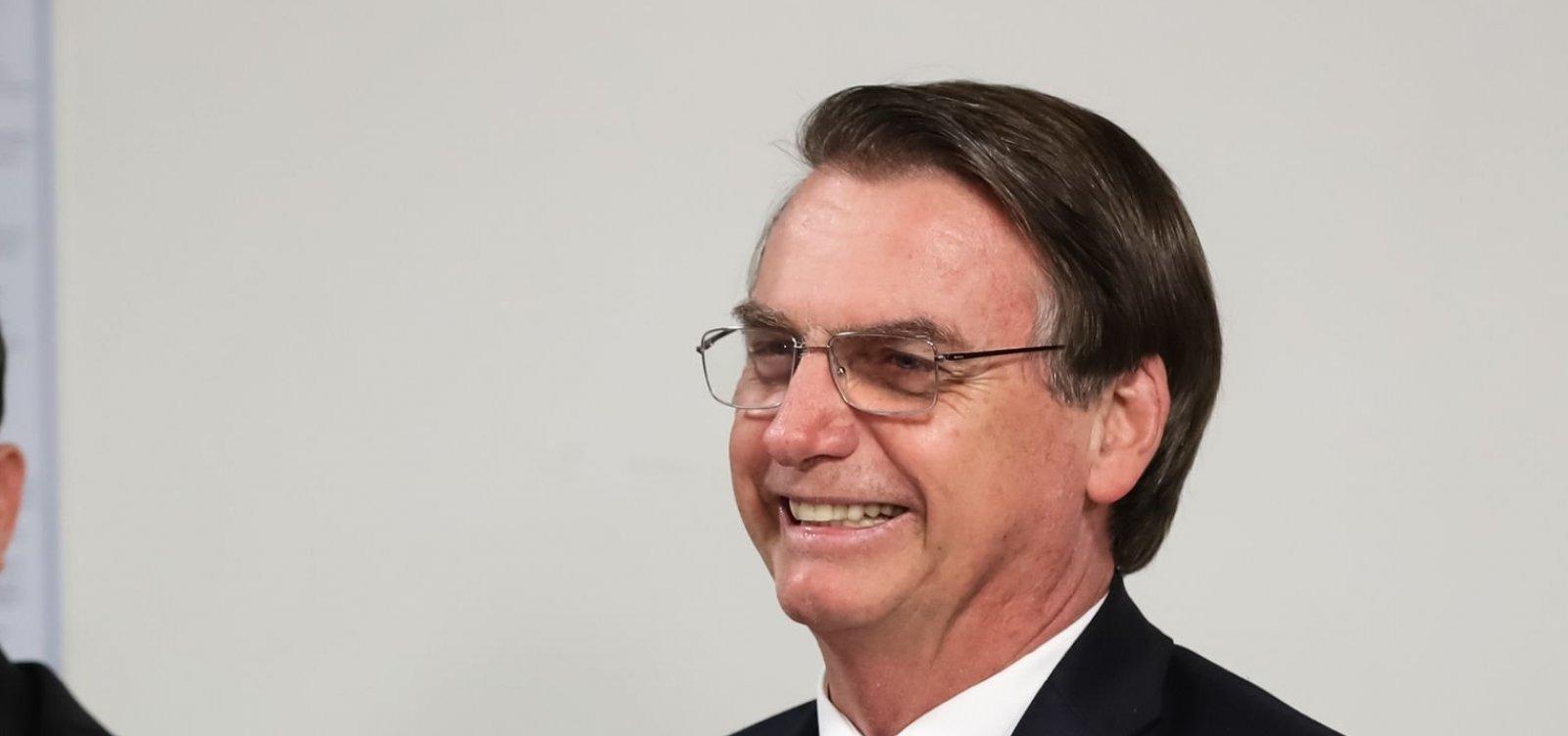 [Bolsonaro diz que 'vai resolver situação do MEC' na segunda]