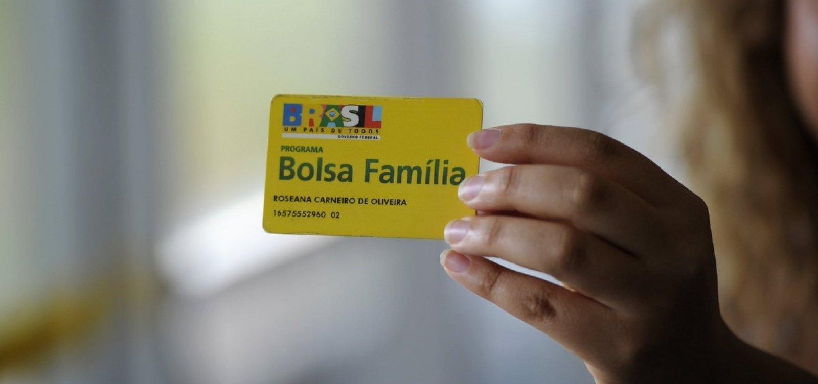 [Ao justificar 13º do Bolsa Família, Bolsonaro cita caso de fraude descoberta no governo Lula]