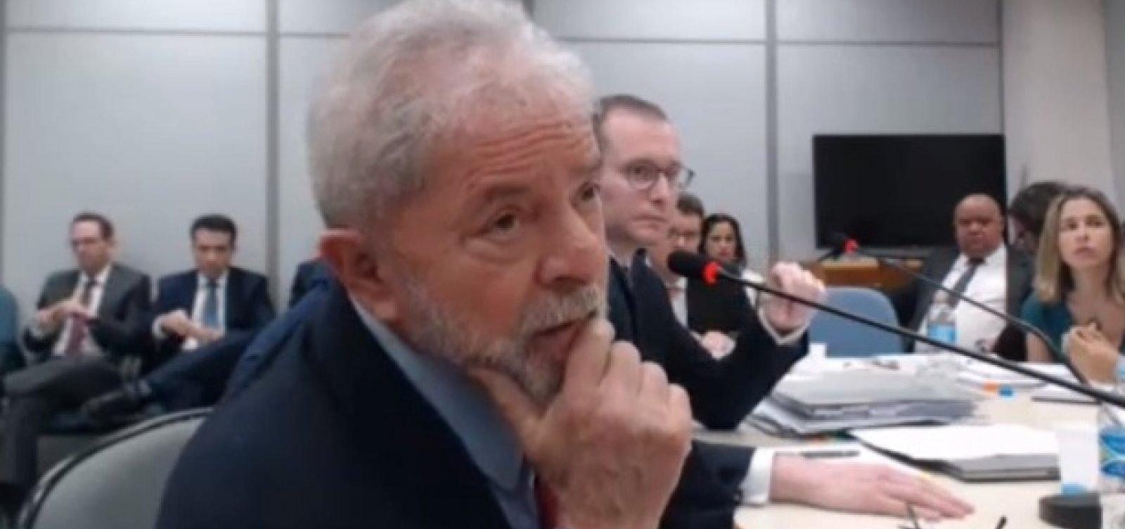 [Lula fica em silêncio durante audiência na PF]