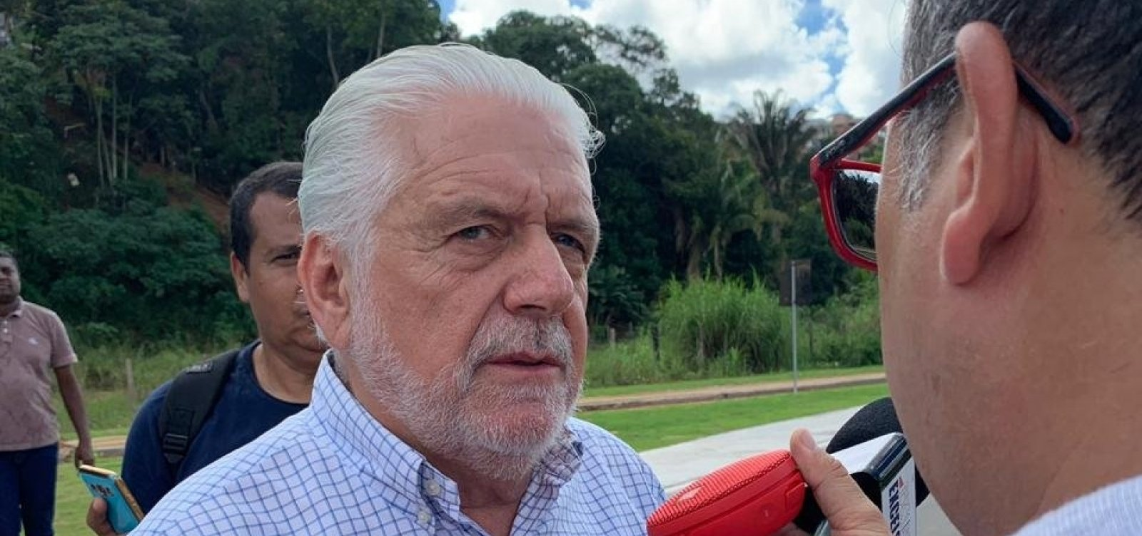 [Bolsonaro tem que ter 'responsabilidade' e Neto 'pagará o preço' por apoiá-lo, diz Wagner]