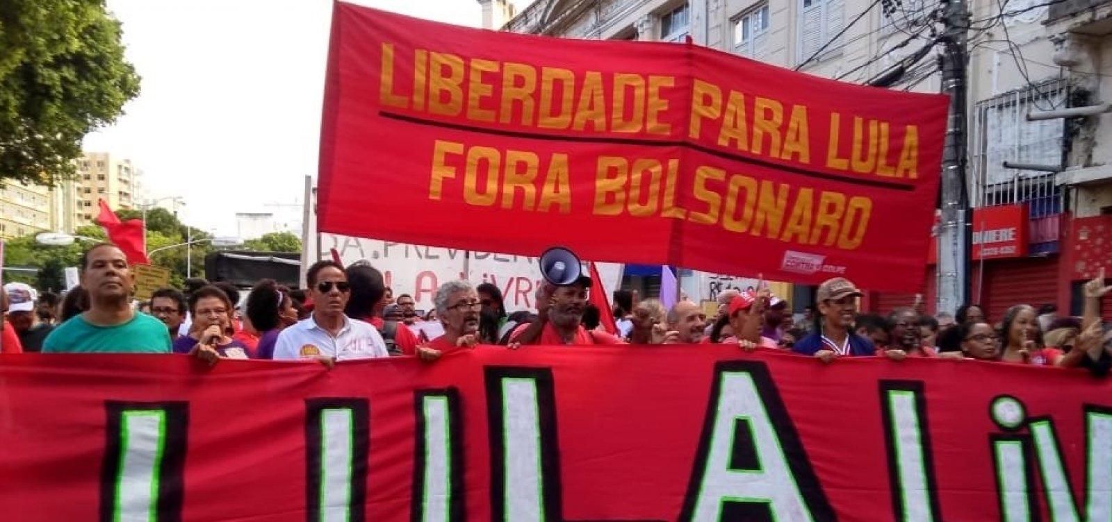 [Manifestantes fazem ato em defesa de Lula no Campo Grande]