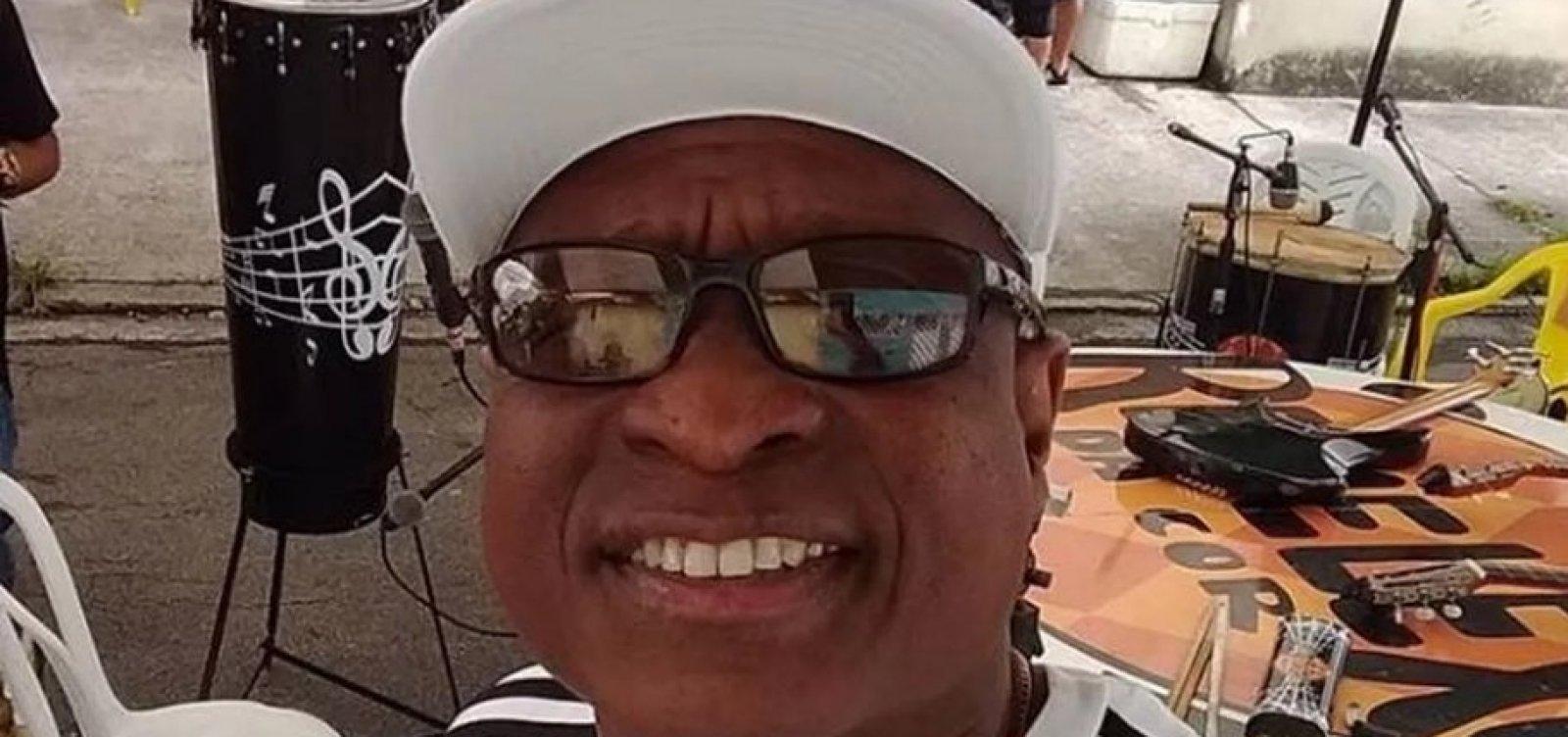[Músico morre após Exército fuzilar carro de família no Rio de Janeiro]
