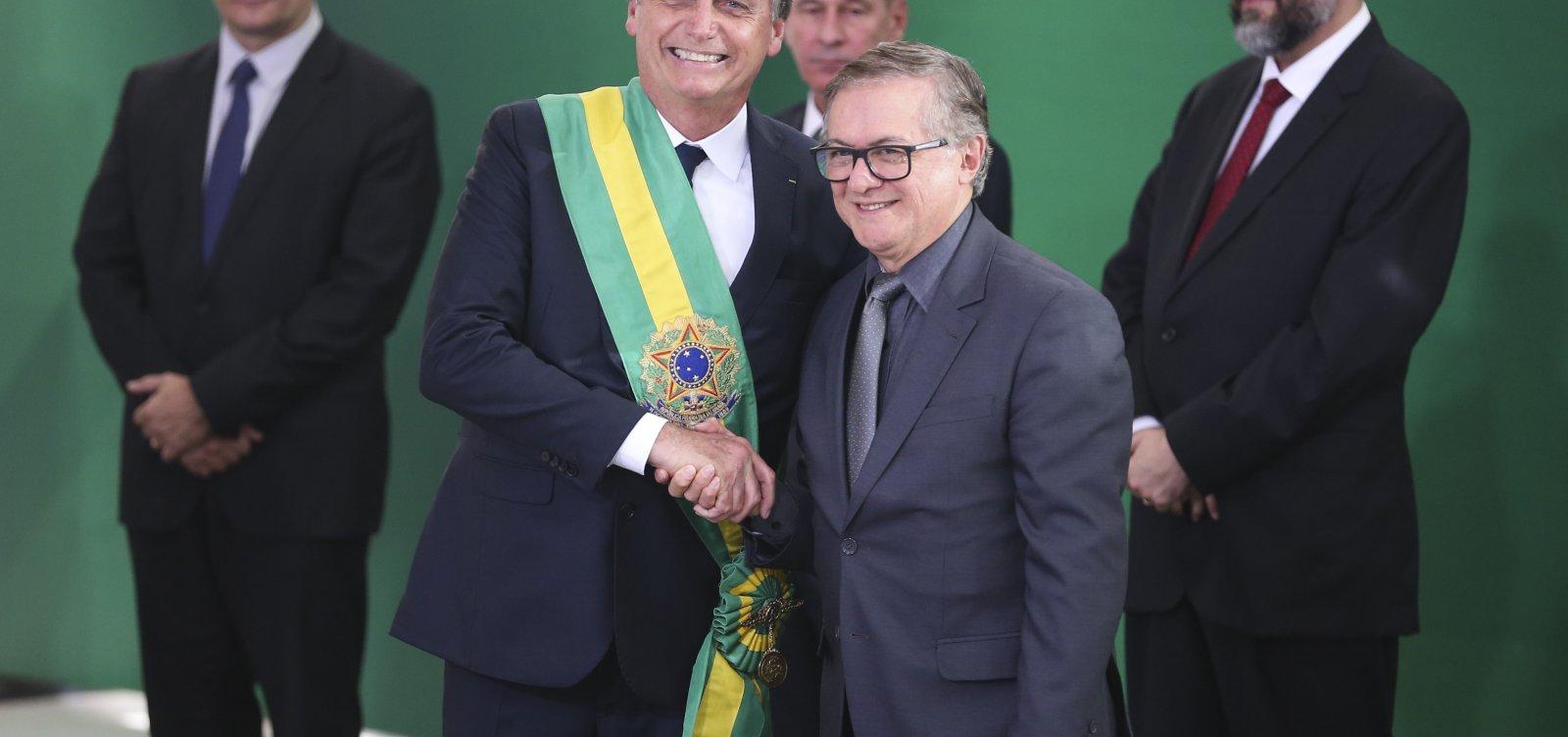[Governo gostaria que Vélez pedisse demissão do Ministério da Educação]