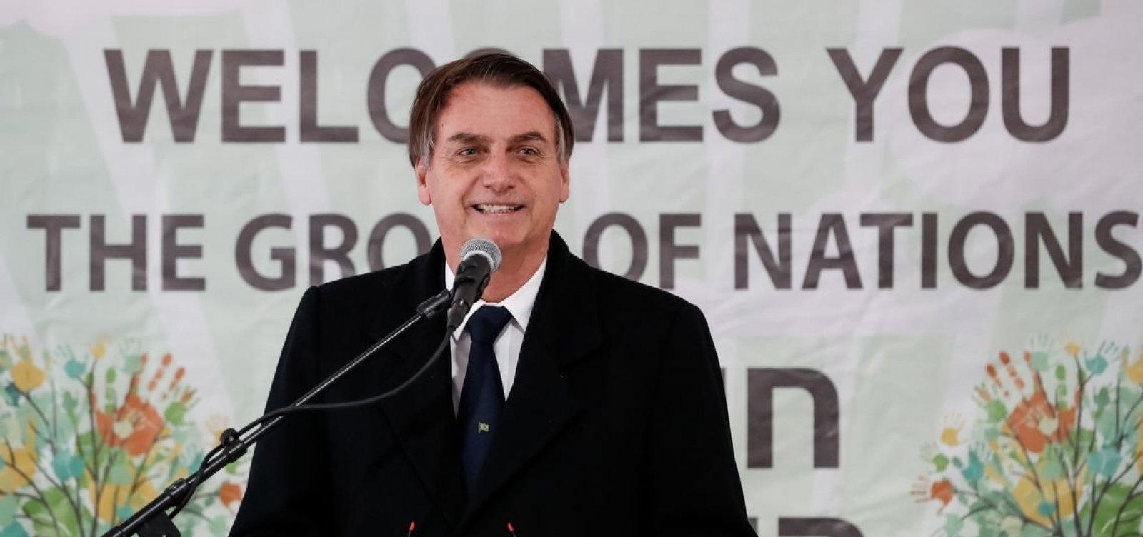 [Bolsonaro diz que vai travar Lei Rouanet com teto de R$ 1 milhão]
