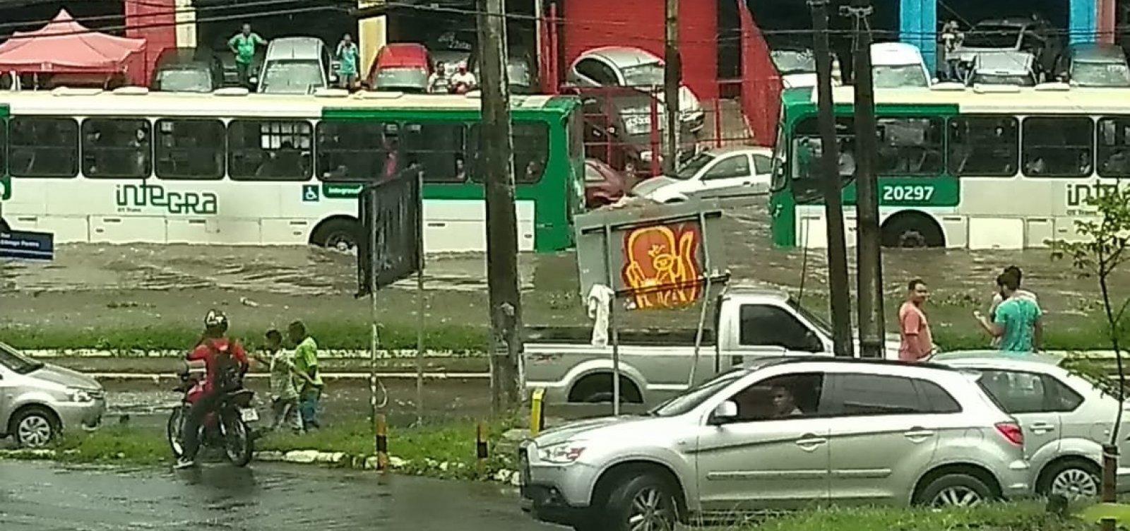 [Chuva causa alagamentos e transtornos em Salvador; veja fotos]