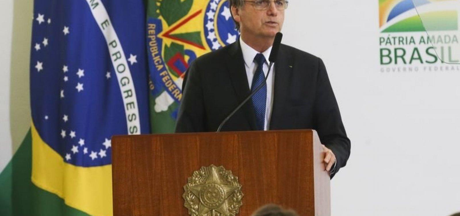 """[Bolsonaro decreta troca de """"vossa excelência"""" por """"senhor"""" na comunicação do governo]"""