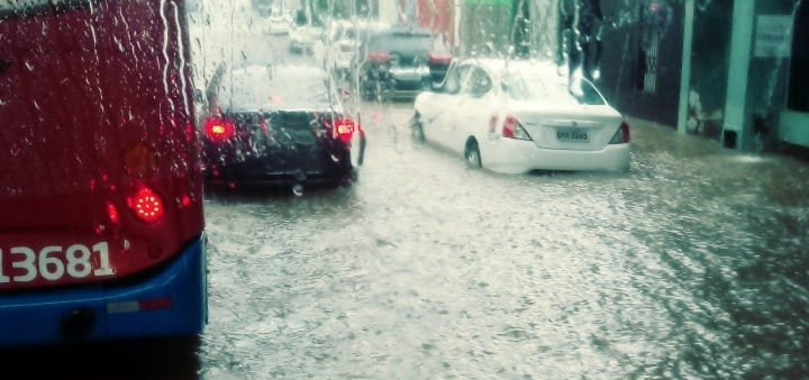 [Chuva deixa Avenida Centenário alagada; confira vídeo]