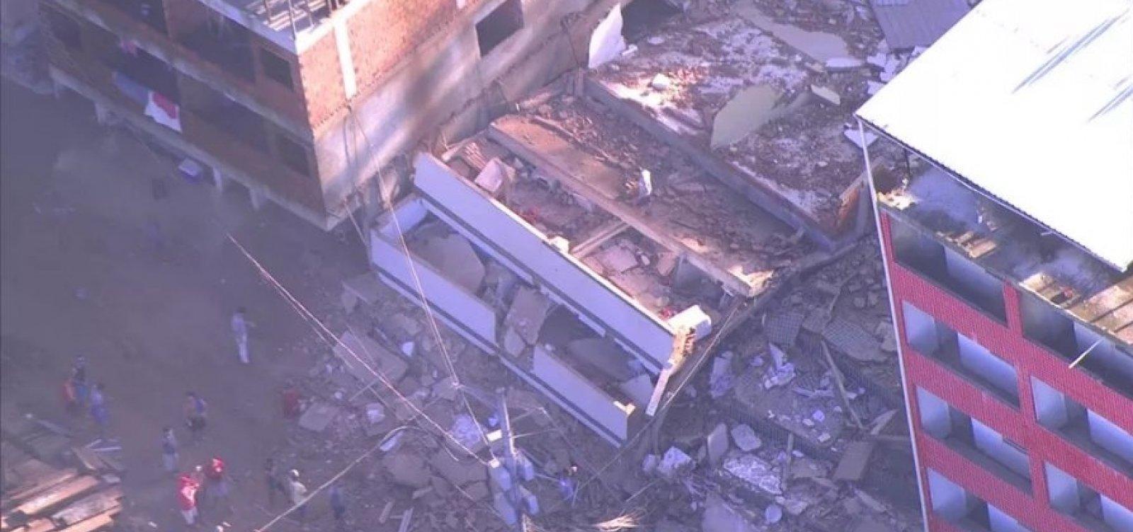 [Dois prédios desabam em comunidade da Zona Oeste do RJ]
