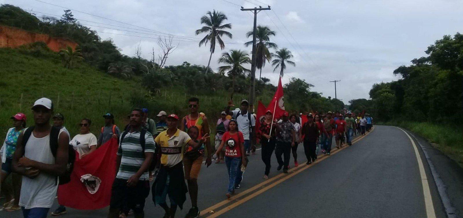 [Protesto do MST contra Reforma da Previdência deixa trânsito lento na BA-099]
