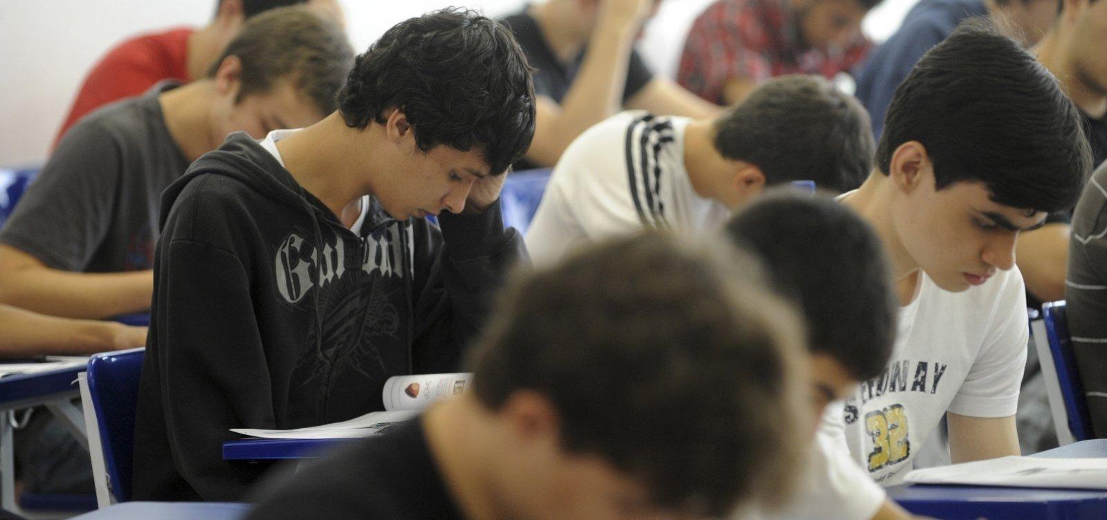 [Mais de 3 milhões de estudantes solicitaram isenção da taxa de inscrição do Enem]