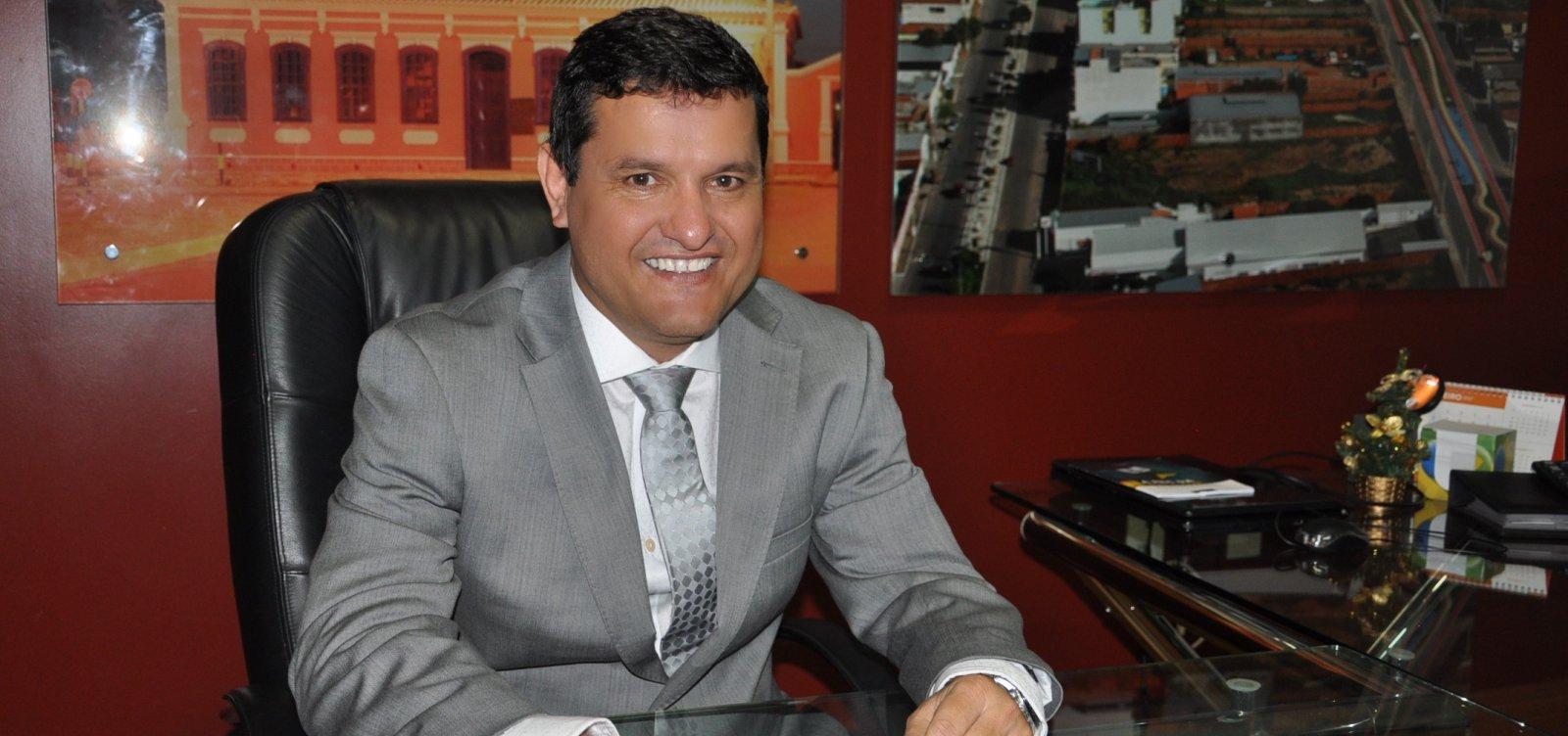 [Guanambi: prefeito é denunciado por licitação supostamente fraudada]