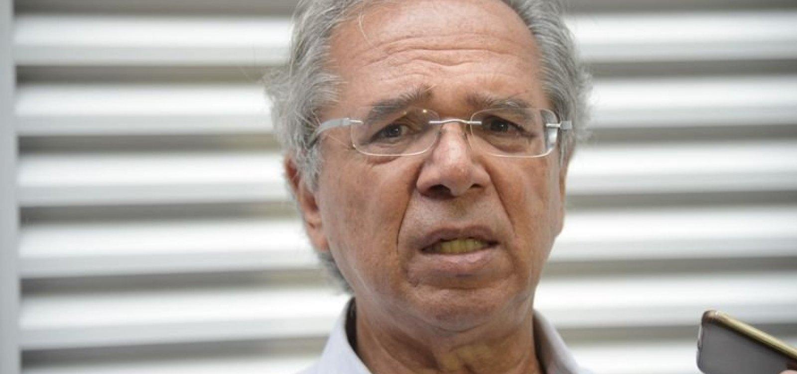 [Após Bolsonaro interferir no reajuste do diesel, Guedes diz que 'uma conversa conserta tudo']