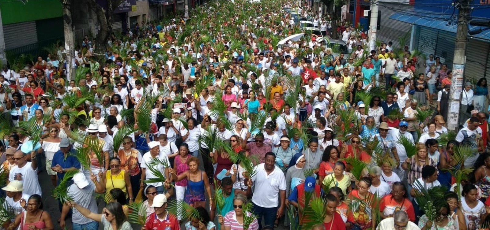 [Fiéis participam de procissão do Domingo de Ramos no Campo Grande]