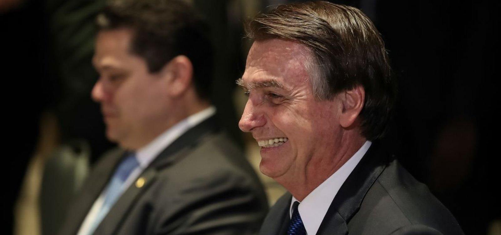 [Bolsonaro celebra decreto que extingue conselhos]