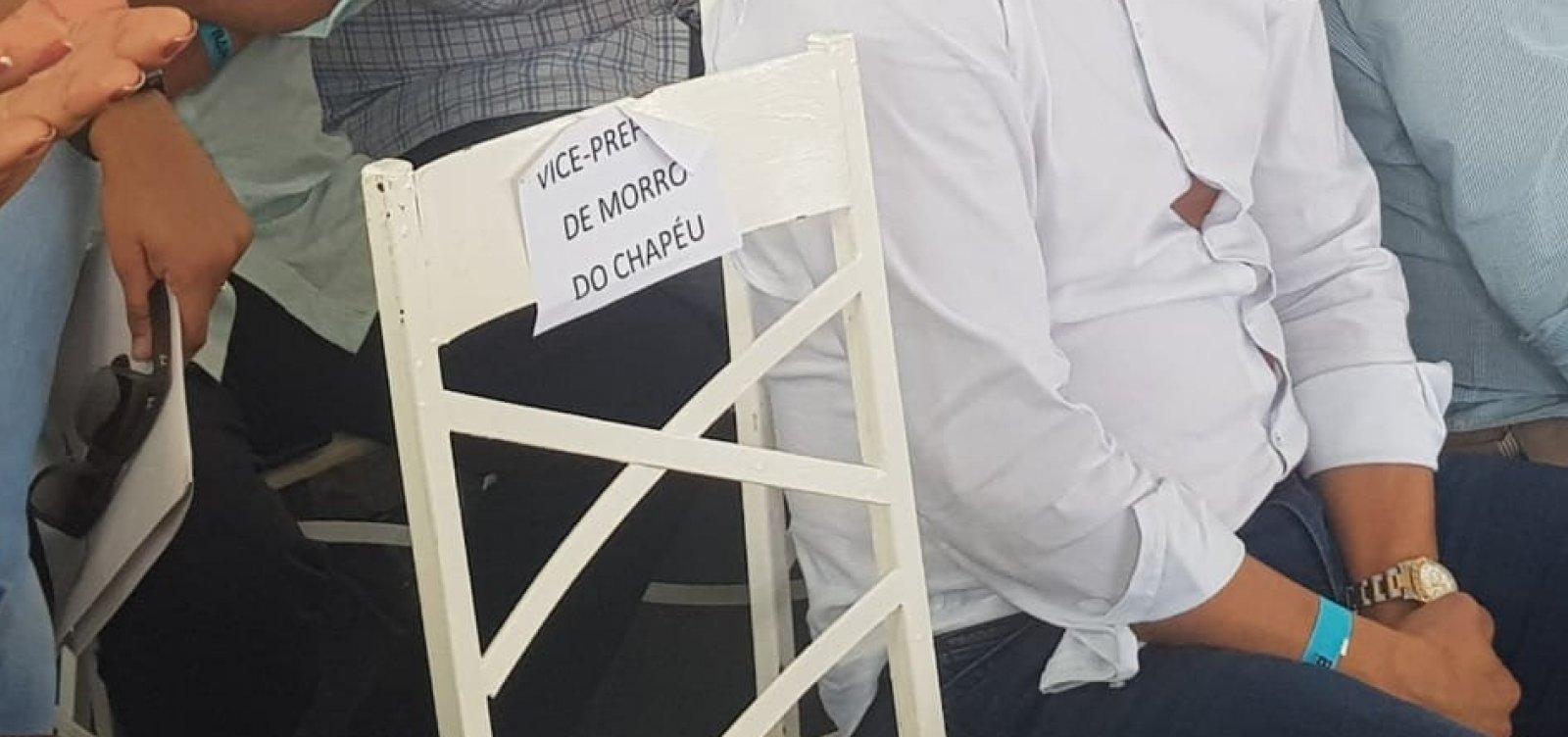 [Em discurso e com vice ausente, prefeito de Morro do Chapéu alfineta ex-aliados]