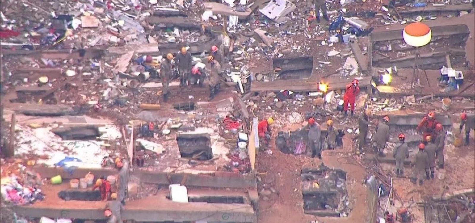 [Sobe para 11 o número de mortos em desabamento no RJ]