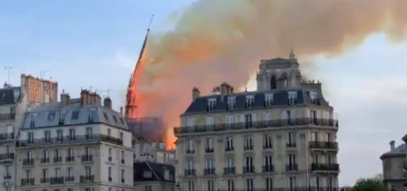 [Torre da Catedral de Notre-Dame desaba durante incêndio; confira]