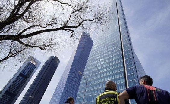 [Ameaça falsa de bomba evacua um dos maiores edifícios da Europa]
