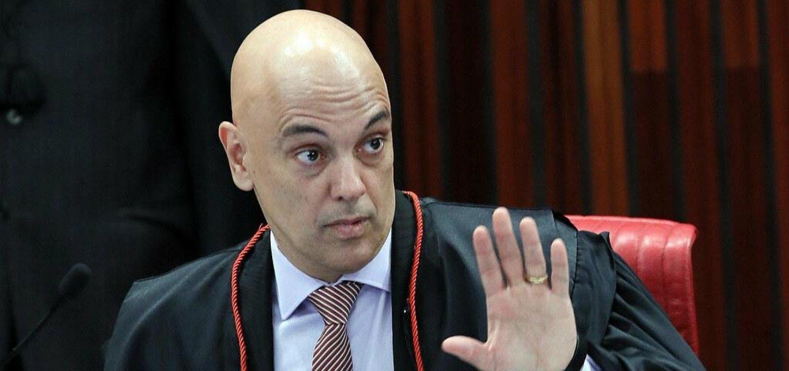 [Alexandre de Moraes bloqueia redes sociais de investigados por fake news]