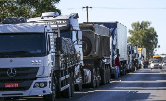 [Governo anuncia crédito de até R$ 30 mil para caminhoneiros autônomos]