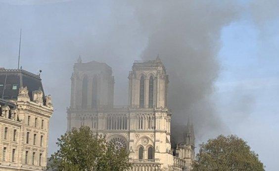 [Bilionários oferecem doações para reconstruir Notre-Dame]