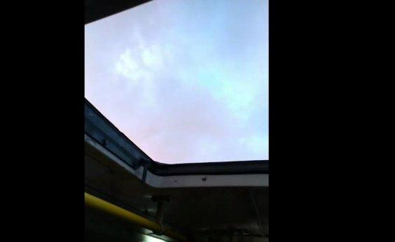 [Teto solar? Leitor flagra ônibus de Salvador sem tampa de ventilação; veja vídeo]