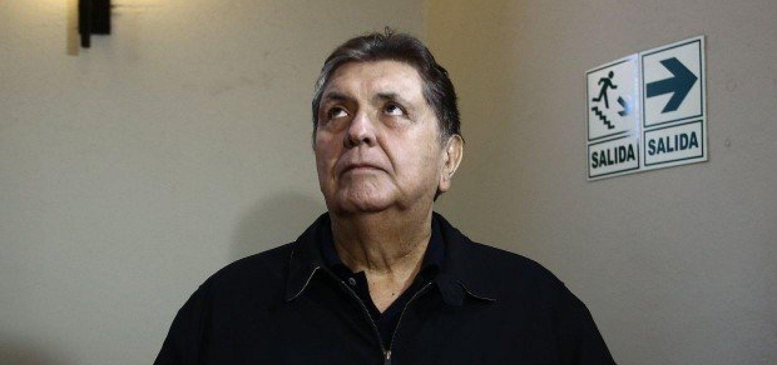 [Ex-presidente do Peru tenta suicídio após ordem de prisão no caso Odebrecht]