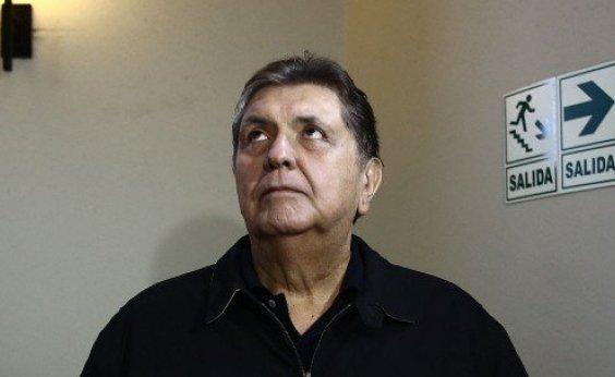 [Ex-presidente do Peru morre após atirar em si mesmo]