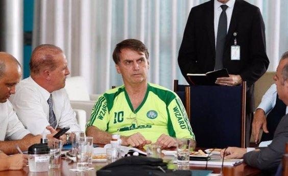 [Governo Bolsonaro estuda proibir uso de jeans por servidores e visitantes]