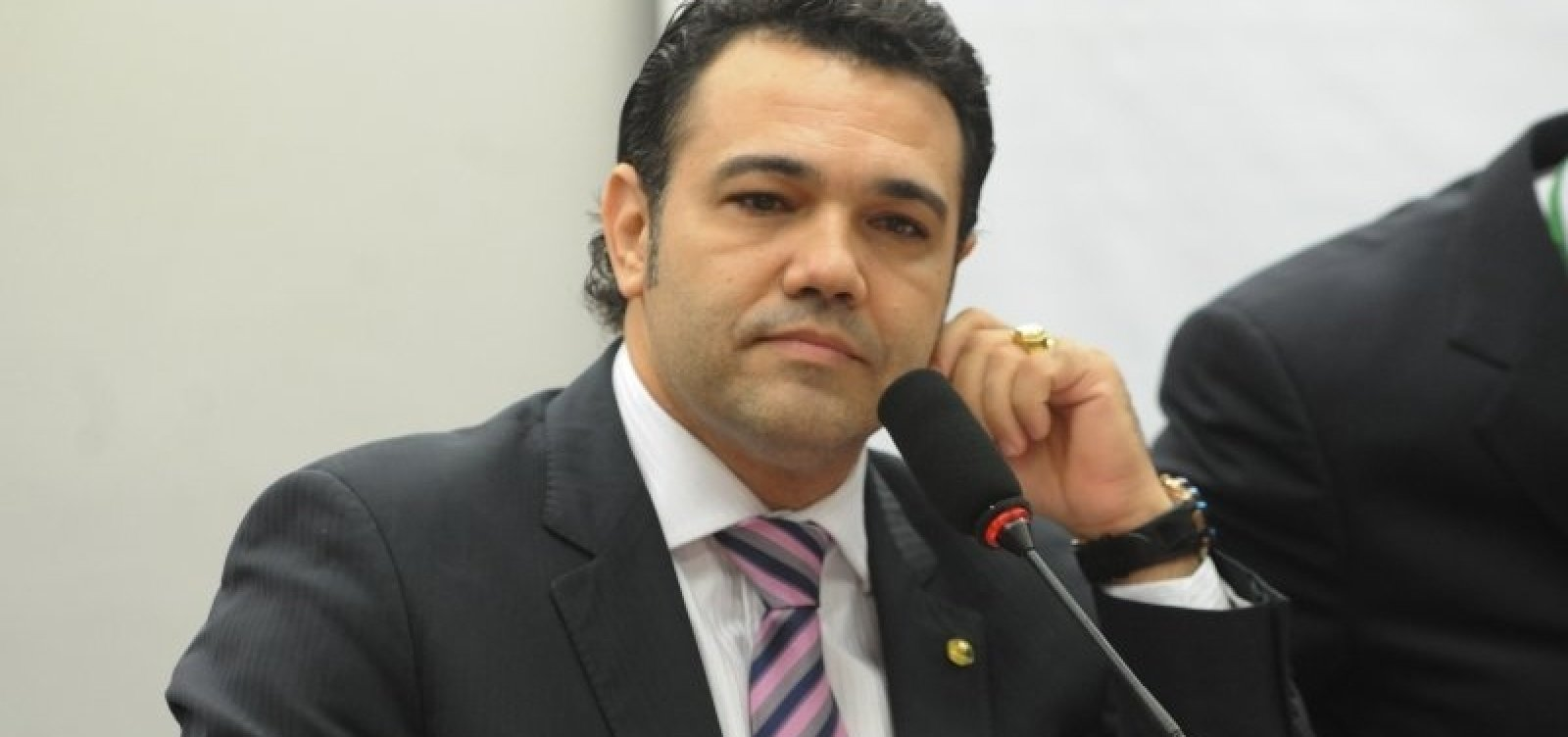 [Feliciano pede impeachment de Mourão por curtir publicação criticando Bolsonaro]