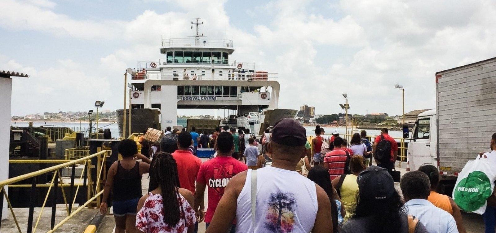 [Fila para embarque no ferry boat tem espera de 2h30]