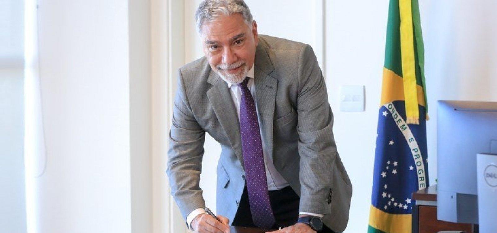 [Governo exonera general Marco Vieira de secretaria especial do Esporte]